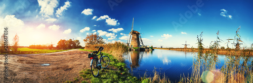 Cuadros en Lienzo  Traditional dutch windmills at sunny day, Netherlands