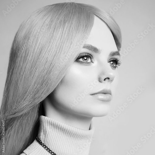 Fotobehang womenART Young beautiful blonde with retro hairstyle