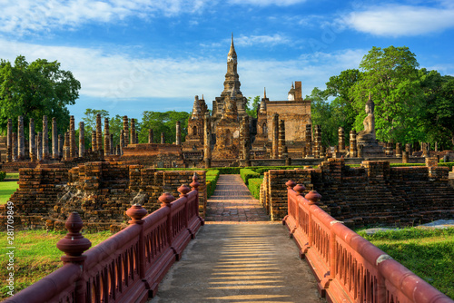 Fotomural Wat Mahathat Temple in the precinct of Sukhothai Historical Park, Thailand