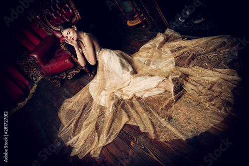 Obraz elegant beige dress - fototapety do salonu