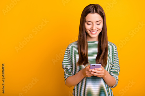 Fotomural  Photo of excited cheerful girlfriend browsing through her favorite page of some