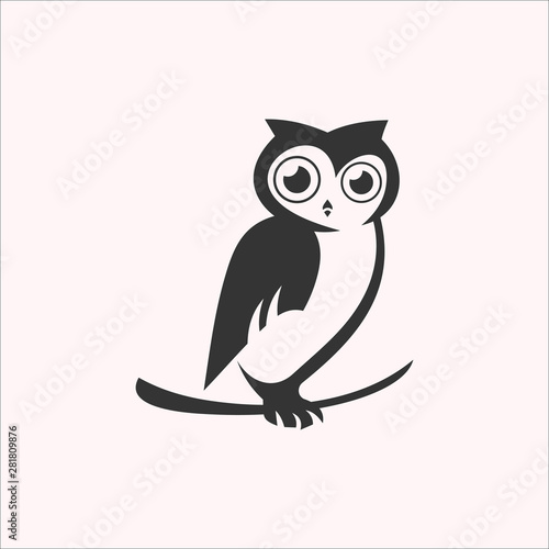 Tuinposter Uilen cartoon owl logo design vector