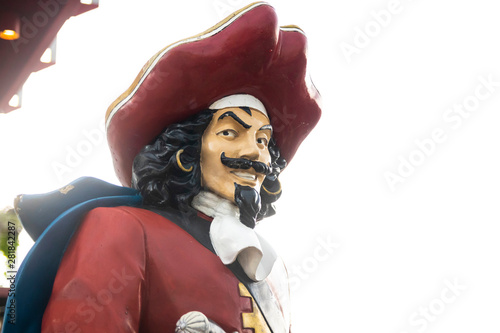 Photo Mustached pirate figure in red hat and coat