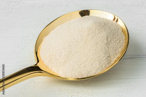 Photo Agar Agar on a Gold Spoon