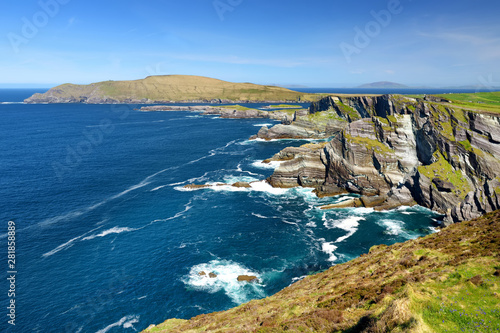 Amazing wave lashed Kerry Cliffs, the most spectacular cliffs in County Kerry, Ireland Fotobehang