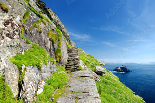 Photo Skellig Michael or Great Skellig, home to the ruined remains of a Christian monastery