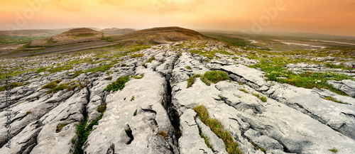 Photo Spectacular landscape of the Burren region of County Clare, Ireland