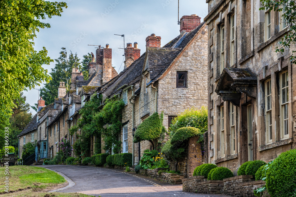 Fototapety, obrazy: Quaint Cotswold romantic stone cottages on The Hill,  in the lovely Burford village, Cotswolds, Oxfordshire
