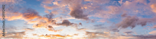 Montage in der Fensternische Lavendel Dramatic panorama sky with cloud on sunrise and sunset time. Panoramic image.