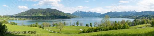 Canvas Prints Blue sky Landschaftspanorama Tegernsee, Blick vom Seeufer Kaltenbrunn