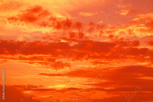 Poster de jardin Rouge 夏 雨上がり 幻想的な夕景