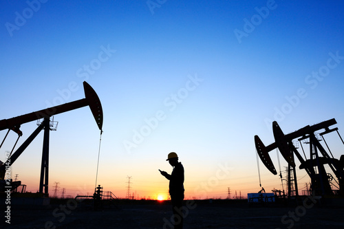 Fototapeta oil field, the oil workers are working obraz