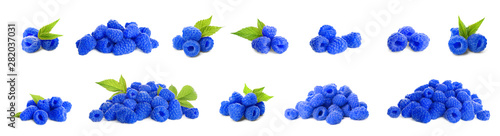 Fotografia  Set of fresh sweet blue raspberries on white background