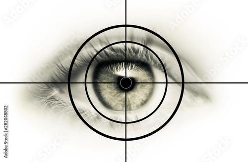 Valokuva  Auge im Fadenkreuz