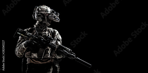 Pinturas sobre lienzo  Army special forces shooter low key studio shoot