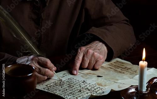 Obraz na plátně Schrift im Mittelalter, Hände schreiben alten Brief