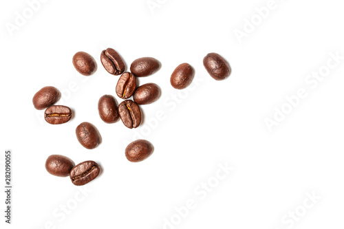 Türaufkleber Kaffee A spread coffee beans isolated on white background and copy space
