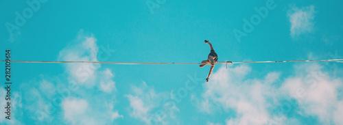 Fotomural  Highliner on the background of blue sky.