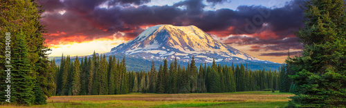 Obraz na plátně Beautiful Colorful Image of Mount Adams