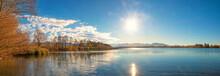 Schöne Herbstliche Szenerie Am Riegsee, Spätnachmittags Am Seeufer