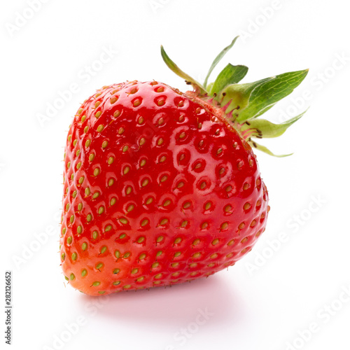 Papel de parede  Fresh strawberries closeup on a white background