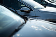 Autos in einer Reihe, Neuwagen und Gebrauchtwagen