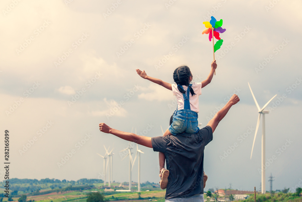 Foto  Father and daughter having fun to play together