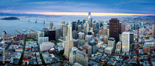 Obraz na plátně  Aerial View of San Francisco Skyline at Sunrise