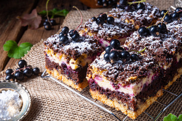 Polish cake from tin with f...