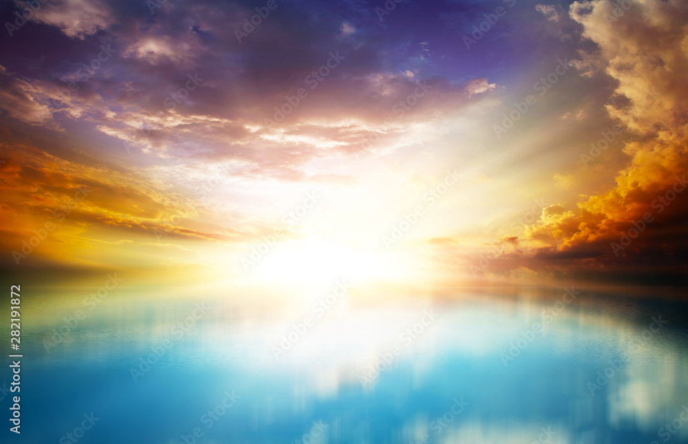 Fototapety, obrazy: scenic sunset in the open sea with cloudy skies and bright sunlight
