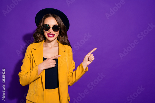 Fotografia Portrait of her she nice-looking lovely charming cute cheerful cheery wavy-haire