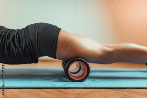 Fotografie, Obraz  Foam Roller Quadriceps Massage