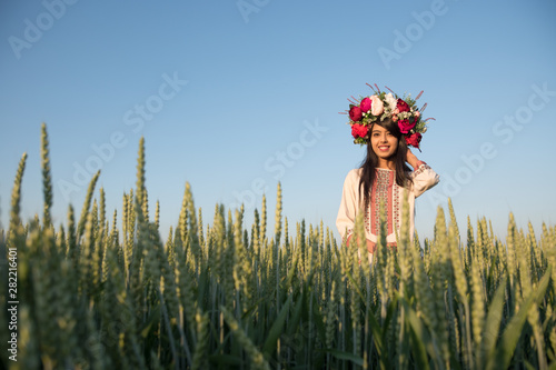 Photo  Pretty young indian woman wear traditional Ukrainian clothes and flower wreath w