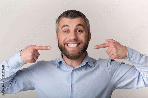 Caucasian man smiling and showing perfect teeth Slika na platnu