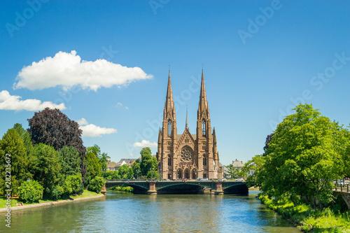 Obraz na plátně  Cityscape of Strasbourg and the Reformed Church Saint Paul, France