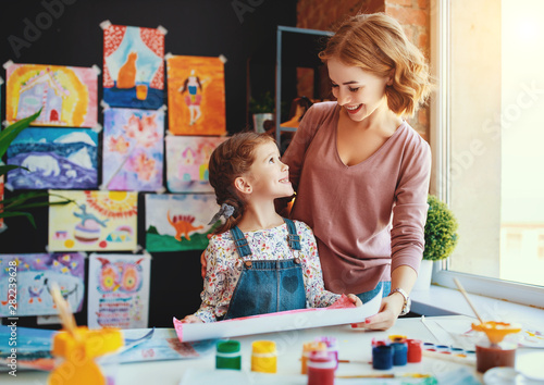 Obraz mother and child daughter painting draws in creativity in kindergarten - fototapety do salonu