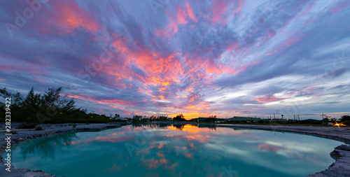 The sky after sunset above the emerald green pond Tablou Canvas