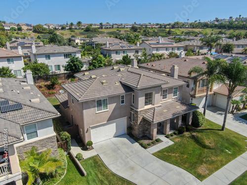 Suburban neighborhood street with big villas next to each other in Black Mountain, San Diego, California, USA Tapéta, Fotótapéta