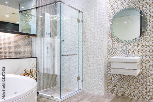 Fotografía Spacious and bright modern bathroom interior with white walls, a shower cabin wi