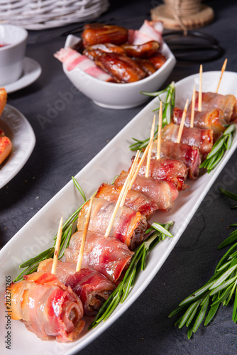 dates wrapped in bacon and delicious tapas Fototapet