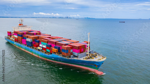 Montage in der Fensternische Shanghai Aerial view container ship carrying container in import export business logistic and transportation of international by container ship in the open sea.