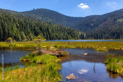 Photo Small lake on great arber, view with great arber behind, copy space