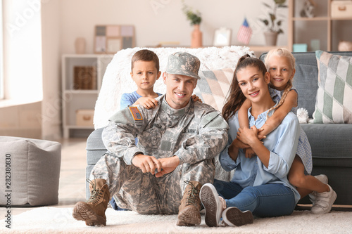 Obraz Happy military man with his family at home - fototapety do salonu