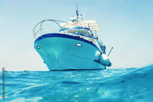 Obraz na płótnie Motor boat floating clear turquoise water