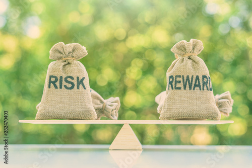 Fotomural  Risk reward ratio / risk management concept : Risk and reward bags on a basic ba