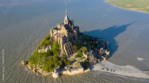 Stampa su Tela Mont Saint Michel aerial view