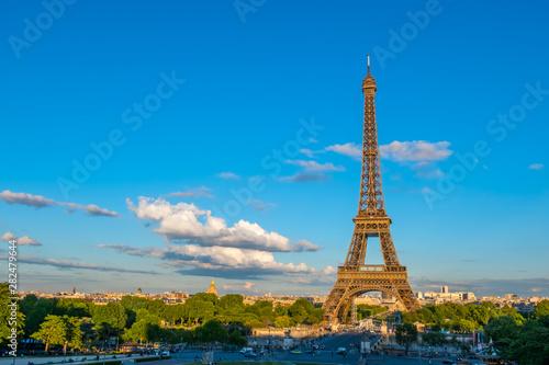 Fotografie, Obraz  Summer Evening and Traffic near the Eiffel Tower