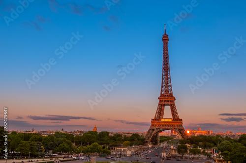Fotografie, Obraz  Summer Twilight and Traffic near the Eiffel Tower
