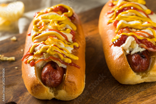 Fotomural Homemade Colombian Hot Dogs with Chips