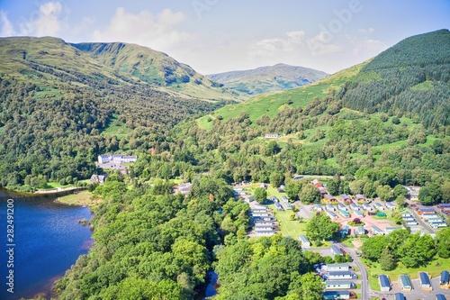 Montage in der Fensternische Pistazie Aerial images of Loch Lomond and the Trossachs
